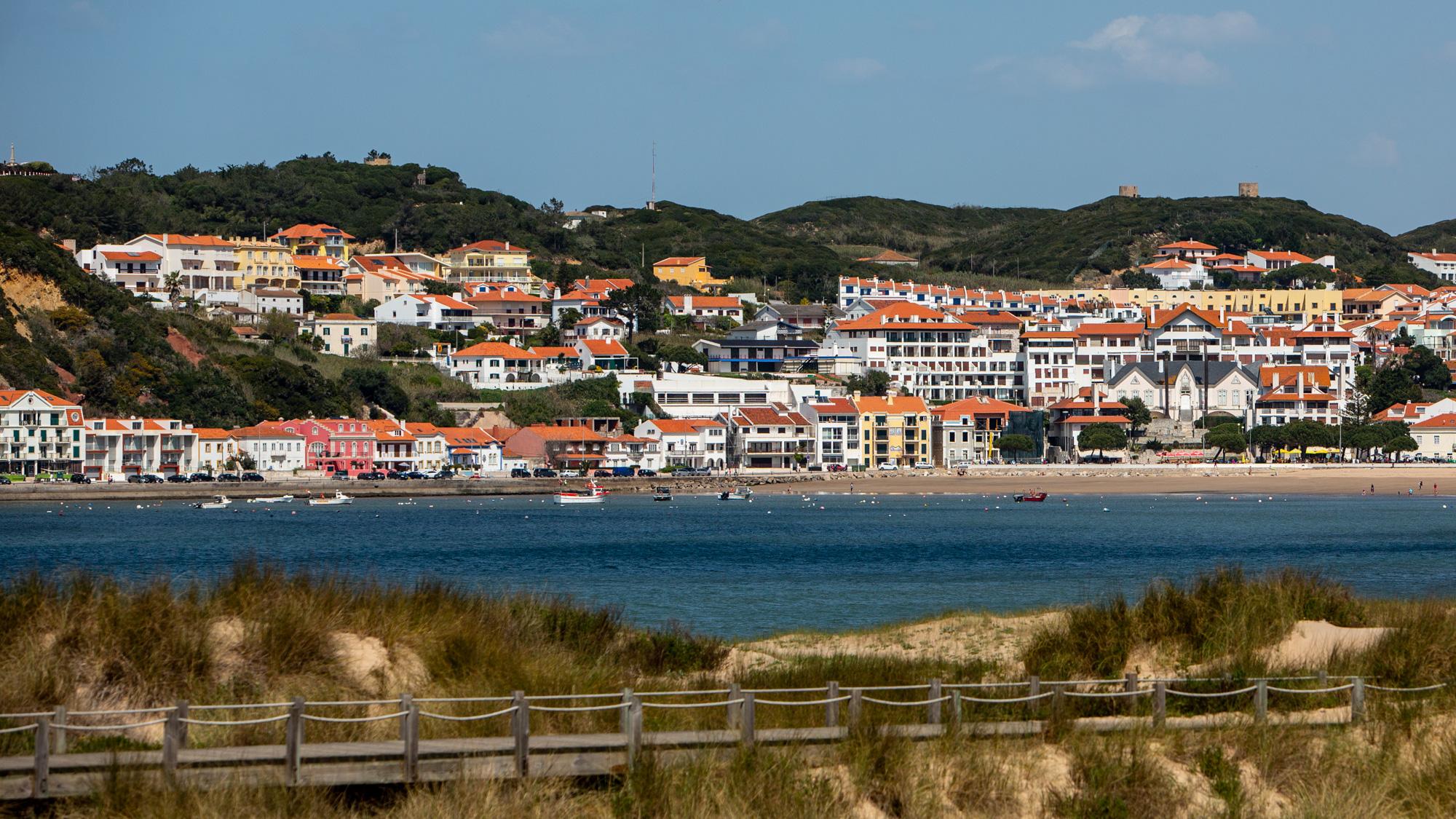 São Martinho do Porto (25 km)